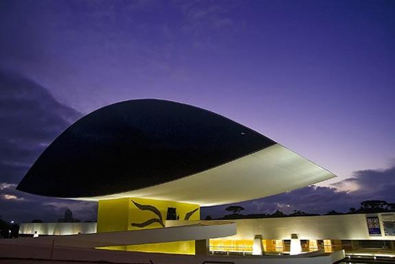 Najlepše svetske građevine - Page 2 Muzej-Oscar-Niemeyer-Brazil