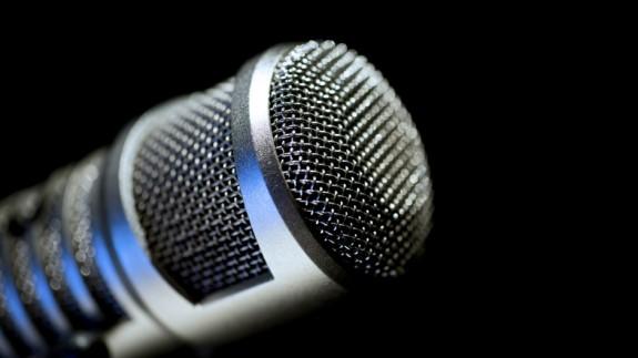 mikrofon-komentator-tv