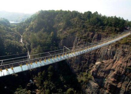 Otvoren najviši i najduži stakleni most na Zemlji (Foto) Banjaluka.com