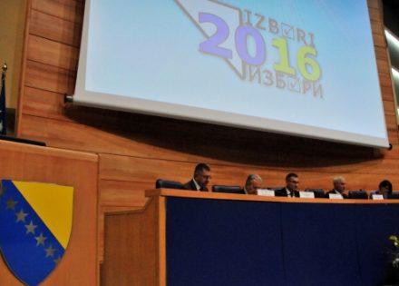 Na sedmim lokalnim izborima u Bosni i Hercegovini od potpisivanja Dejtonskog mirovnog sporazuma glasalo je 1.723.140, odnosno 53,88 posto od 3.263.906 birača upisanih u Centralni birački spisak, saopštio je predsjednik Centralne izborne komisije Bosne i Hercegovine (CIK) Ahmet Šantić. ( Kemal Zorlak - Anadolu Agency )