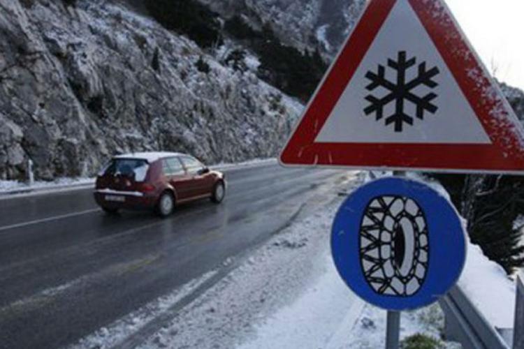 Ugažen snijeg, poledica i jak vjetar otežavaju saobraćaj na pojedinim dionicama