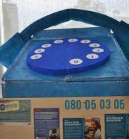 plavi telefon