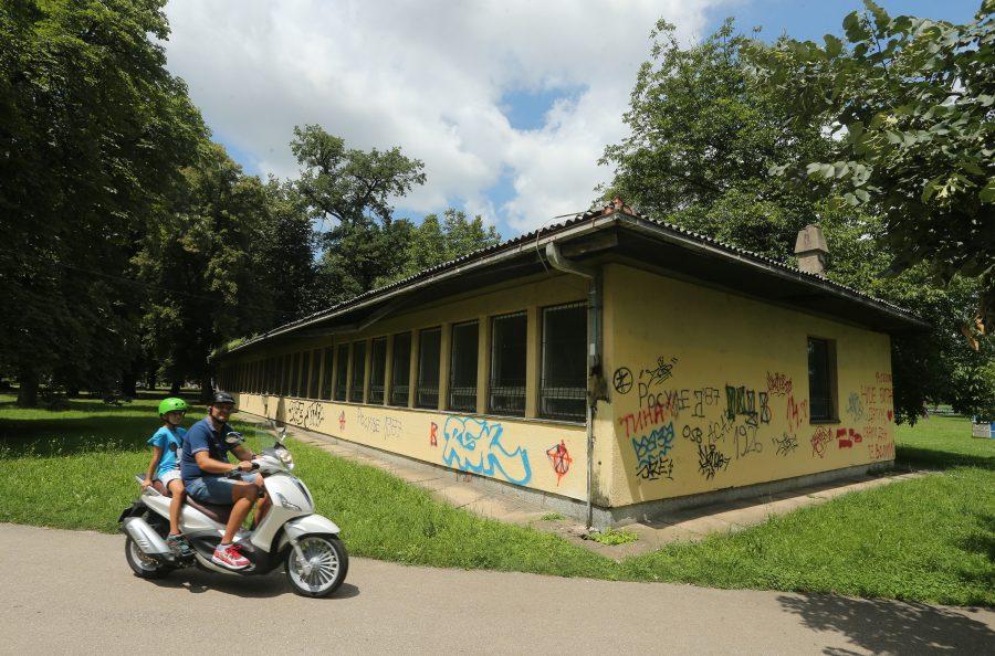 """Novi sadržaji u parku """"Mladen Stojanović"""": Trošna baraka postaje kutak za mlade i stare"""