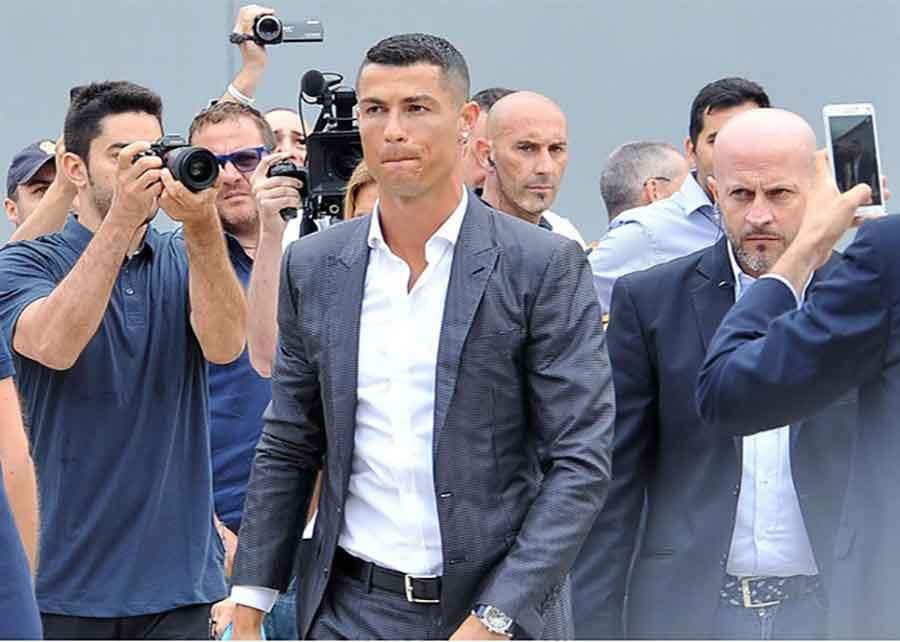 Najbolji igrač svijeta na toalet papiru: Žestoka prozivka Ronalda i Juventusa iz Napulja (Foto)