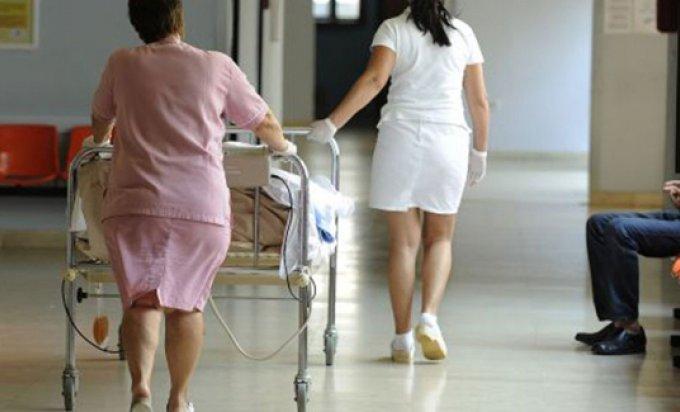 Za zaposlenje medicinske sestre primila četiri hiljade evra i telefon