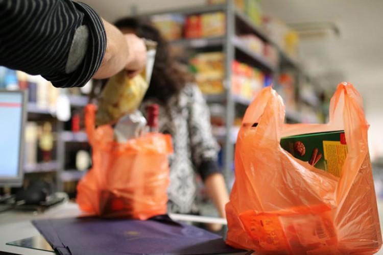 Inspektorat: Trgovci ne mogu naplaćivati reklamne plastične vrećice